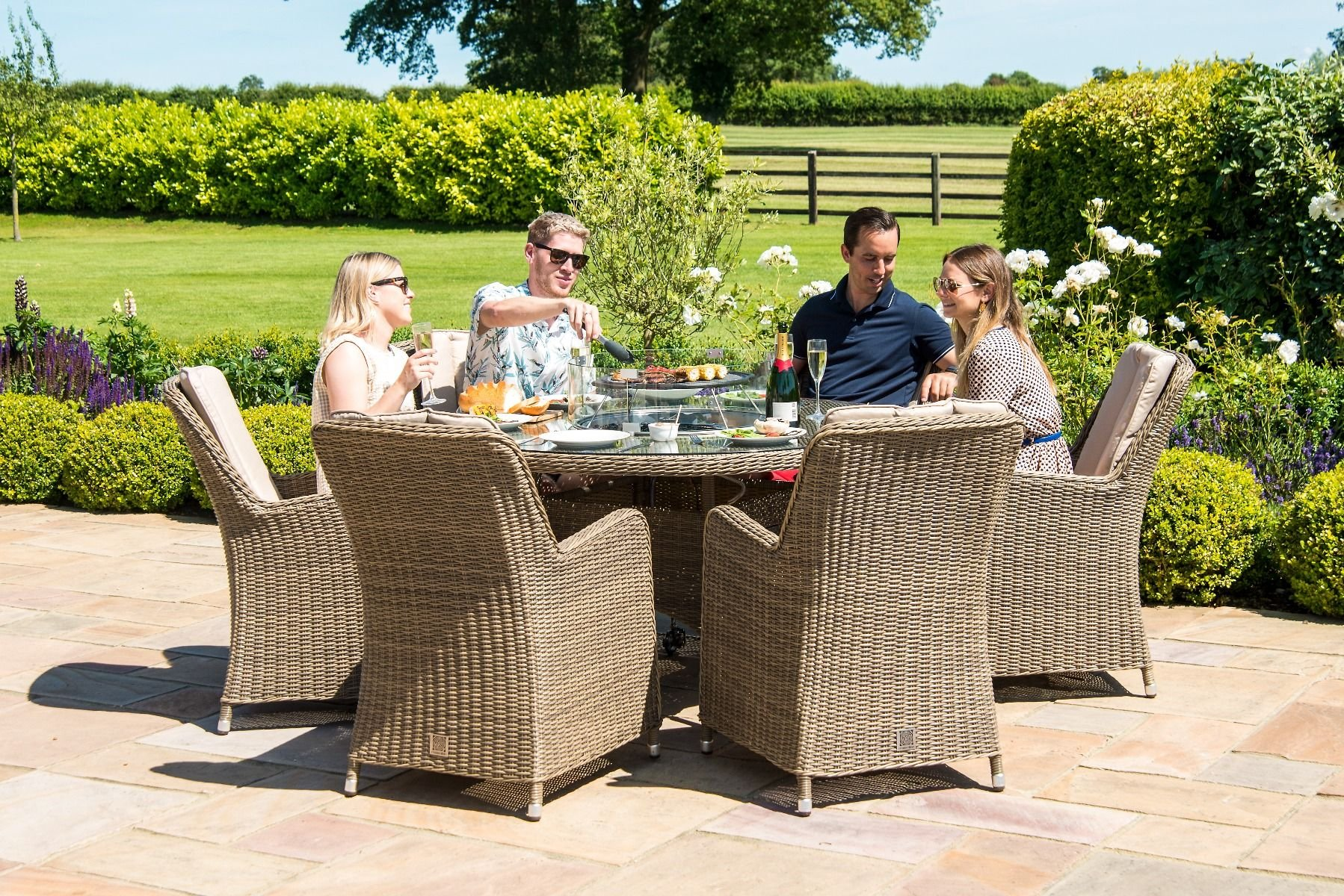 Picture of: Maze Rattan Winchester 6 Seat Round Fire Pit Dining Set With Venice Chairs The Clearance Zone