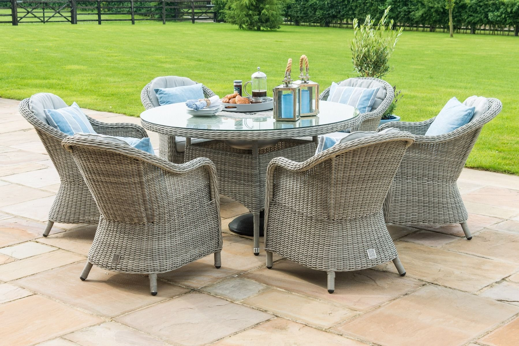 Maze Rattan Oxford 6 Seat Round Ice Bucket Dining Set With Heritage Chairs The Clearance Zone