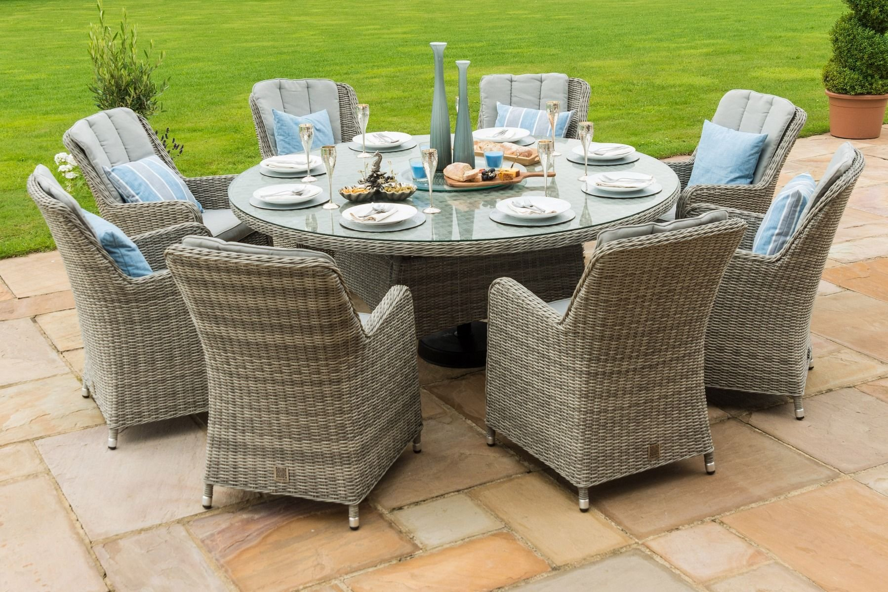 Maze Rattan Oxford 8 Seat Round Ice Bucket Dining Set With Venice Chairs The Clearance Zone